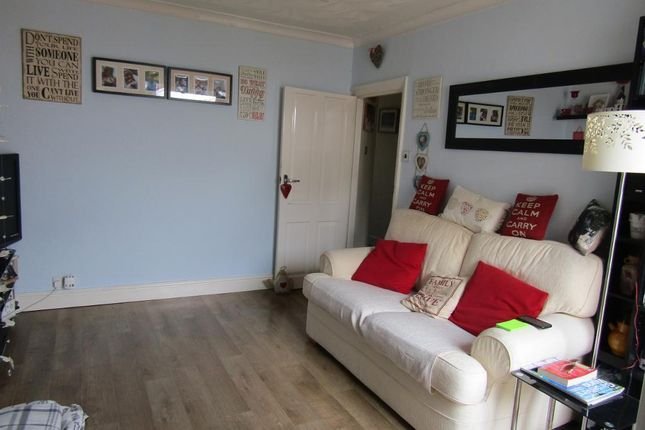 Thumbnail Maisonette for sale in Hedge Place Road, Greenhithe, Kent
