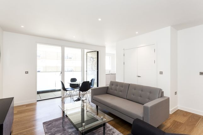 Flat to rent in Cambridge Avenue, London