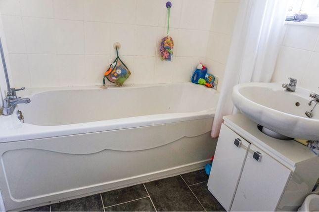 Bathroom of Thoresby Road, York YO24