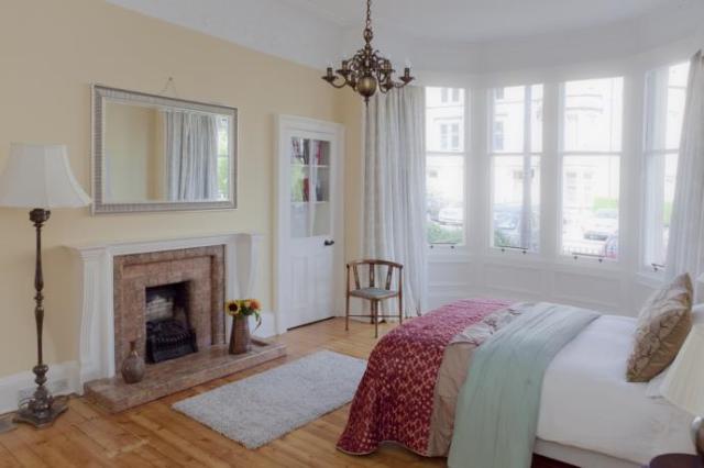 3 bed flat to rent in Spottiswoode Road, Edinburgh