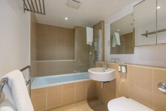 1 bed flat to rent in Falcon Wharf, Battersea