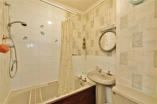 Bathroom of Penwortham Hall Gardens, Preston PR1