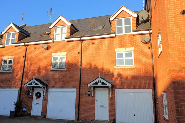 Thumbnail Town house to rent in Priory Mews, Haywards Heath