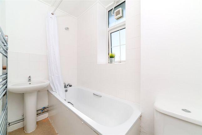 Bathroom of Abbey Court, Emlyn Gardens, London W12