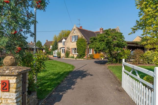 Thumbnail Property for sale in Middleton Road, Bucknell, Bicester