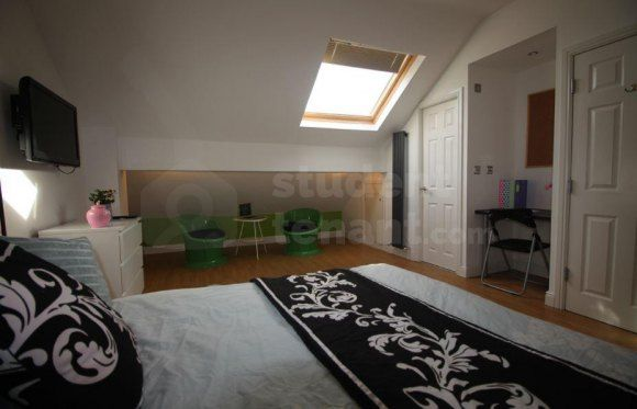 Thumbnail Shared accommodation to rent in Mabfield Road, Manchester, Greater Manchester