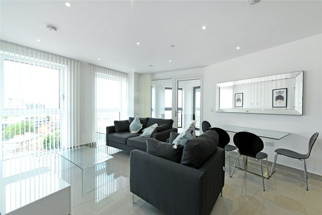 1 bed flat to rent in Conquest Tower, 130 Blackfriars Road, London SE1