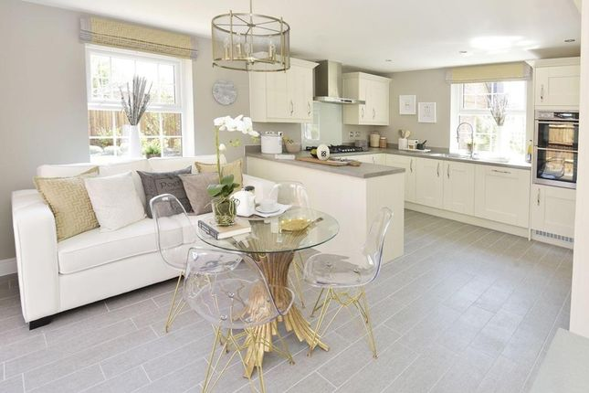 Open-Plan Kitchen With Family/Breakfast Areas