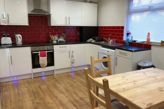 Thumbnail Terraced house to rent in Hyde Park Terrace, Leeds, West Yorkshire