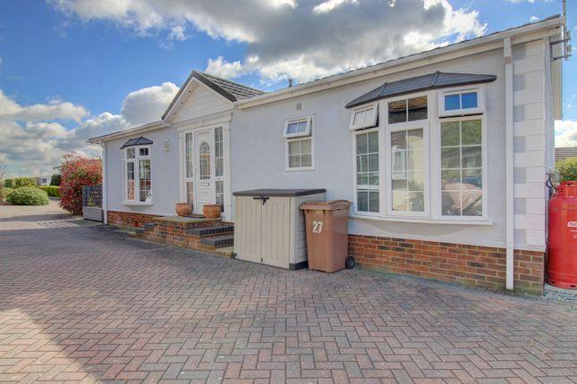 2 bed mobile/park home for sale in Chestnut Grove, Battlesbridge, Wickford SS11