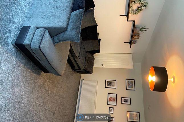 2 bed flat to rent in Hillside Court, Leeds LS7