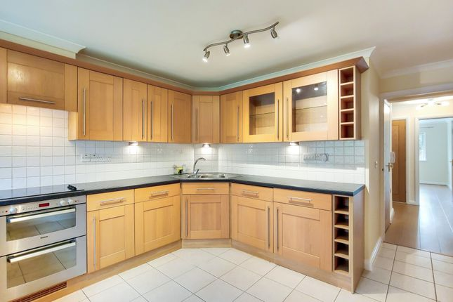 2 bed flat to rent in Spencer Road, South Croydon, Surrey CR2
