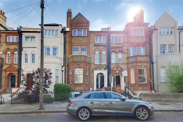 1 bed flat to rent in Leathwaite Road, London SW11