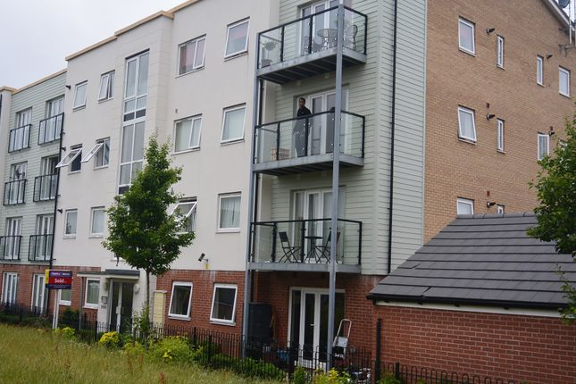 Flat to rent in Onxy Crescent, Leicester