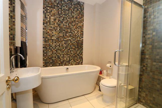 Bathroom of The Glen, Saltford, Bristol BS31