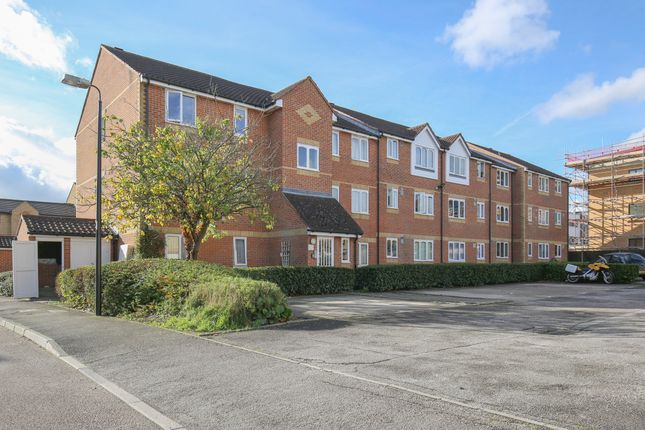 Thumbnail Flat for sale in Linwood Crescent, Enfield