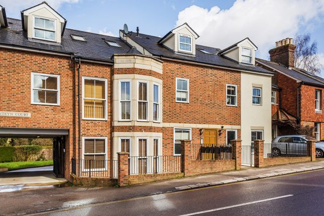 Thumbnail Flat to rent in Lesbourne Road, Reigate