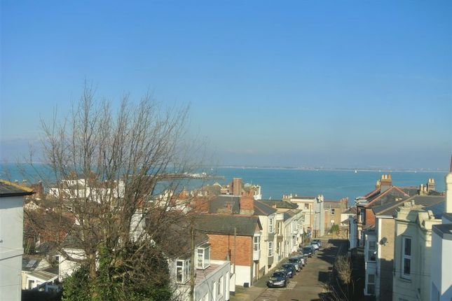 2 bed flat to rent in Nelson Street, Ryde