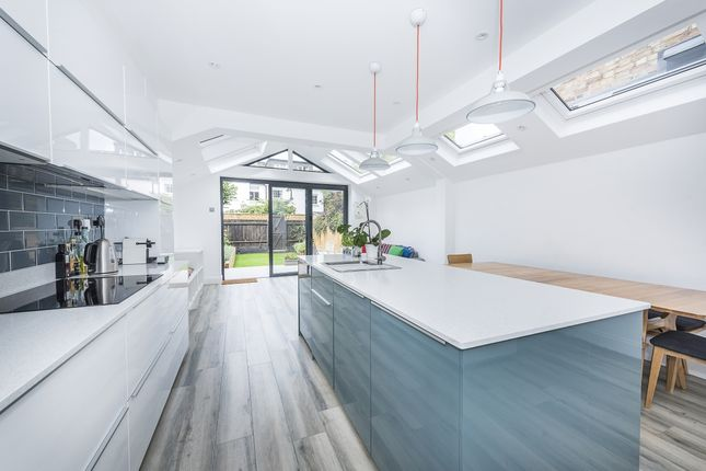 Thumbnail Property to rent in Queens Road, London