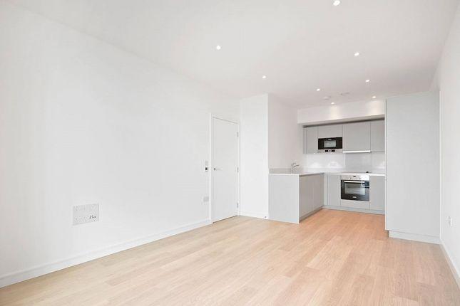Thumbnail Flat for sale in Pinnacle Apartments, Saffron Square, 11 Saffron Central Square, Croydon
