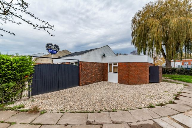 3 bed bungalow to rent in Mayfield Road, Farnborough GU14