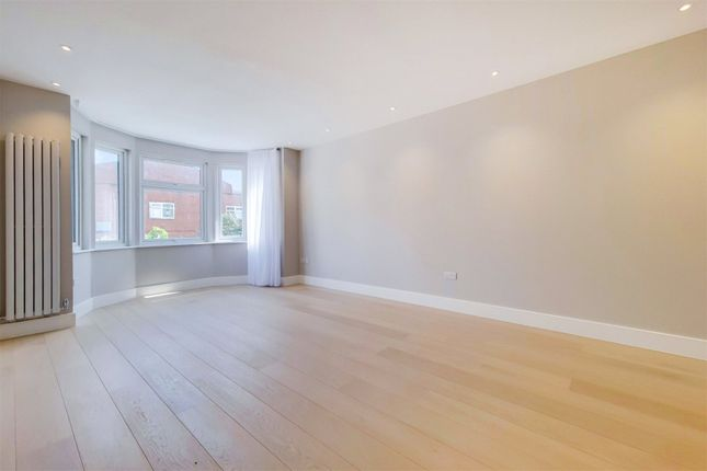 3 bed property to rent in The Drive, London NW11