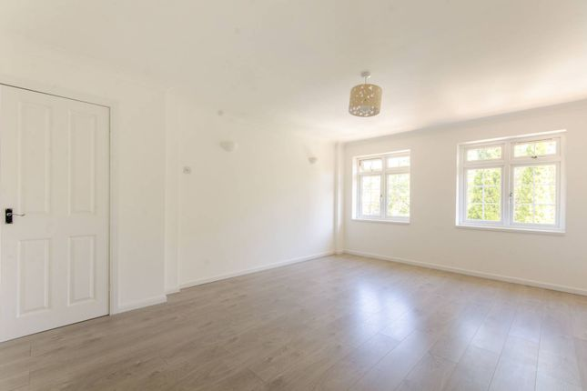 Flat for sale in Lavender Hill, Enfield