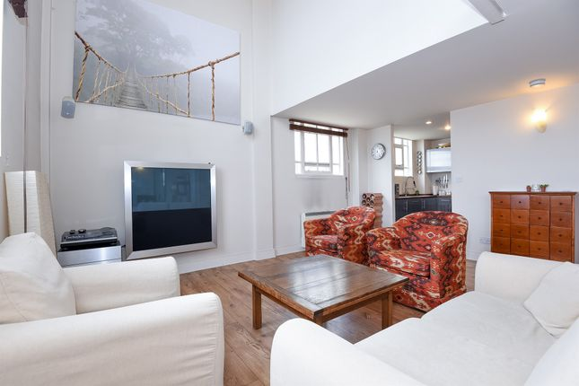 2 bed flat for sale in Manor Gardens N7, London