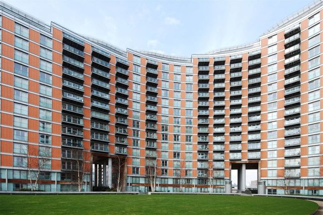 Thumbnail Property to rent in New Providence Wharf, 1 Fairmont Avenue, Canary Wharf
