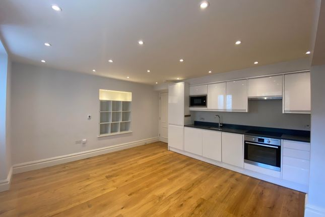 Thumbnail Flat to rent in Burlington House, Chiswick High Road, Chiswick