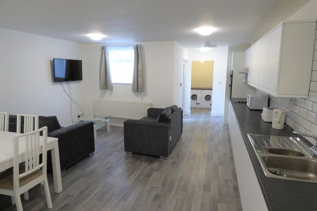 6 bed shared accommodation to rent in Edwin Street, Gravesend DA12