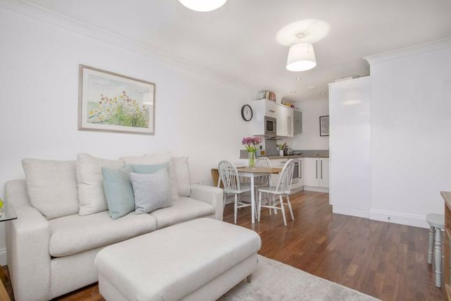Thumbnail Flat for sale in Daysbrook Road, London