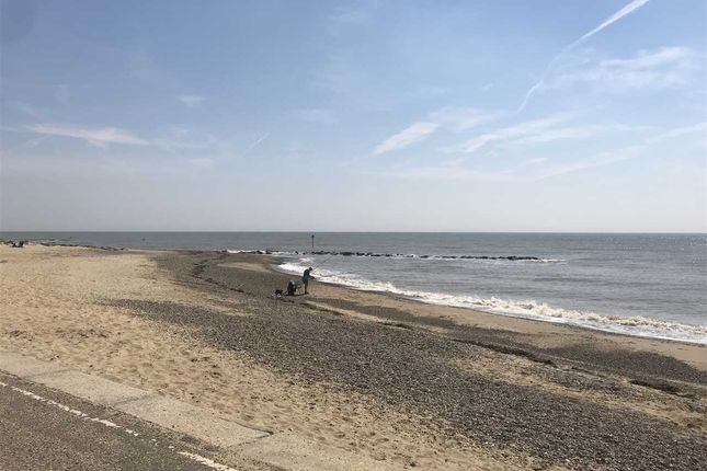 Main Picture of Kings Parade, Holland-On-Sea, Clacton-On-Sea CO15
