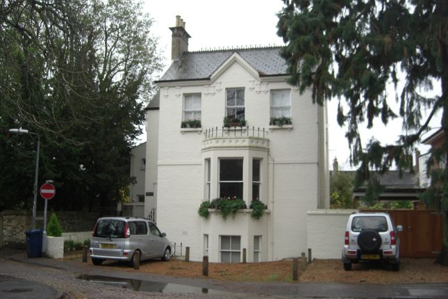 Thumbnail Flat to rent in Newnham Walk, Cambridge