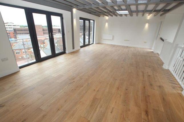Thumbnail Property to rent in Chertsey Road, Woking