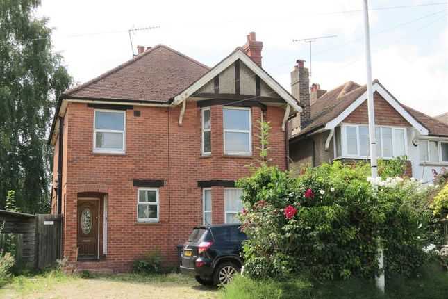 Thumbnail Maisonette to rent in Moat Road, East Grinstead