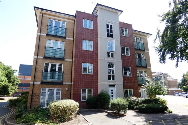 Thumbnail Flat for sale in The Parklands, Dunstable