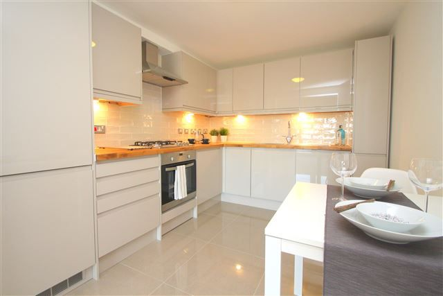 2 bed flat for sale in Inwood Crescent, Brighton, East Sussex