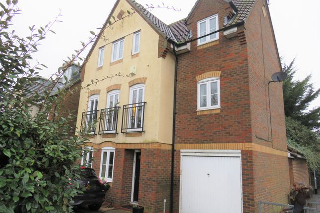 Thumbnail Town house for sale in Beeleigh Link, Springfield, Chelmsford