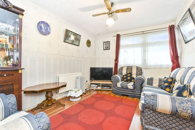 Thumbnail Flat for sale in Wyndham Deedes House, Hackney Road, London