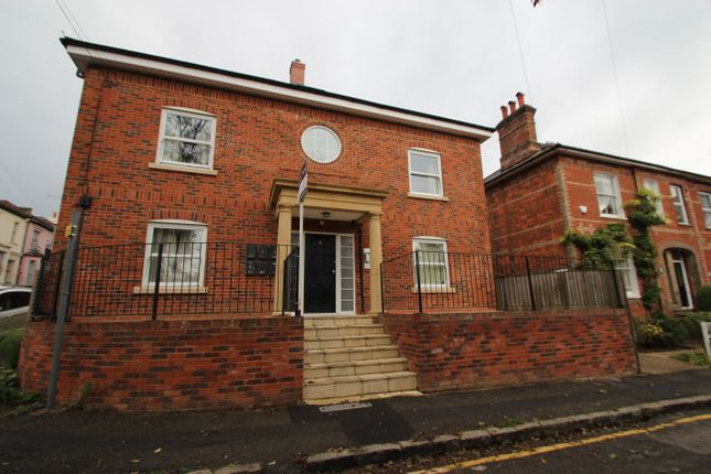 Thumbnail Flat to rent in Stuart Road, High Wycombe