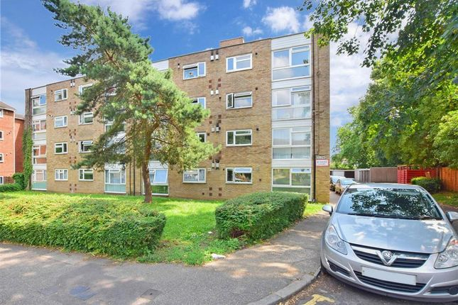 2 bed flat for sale in Grosvenor Road, London E11