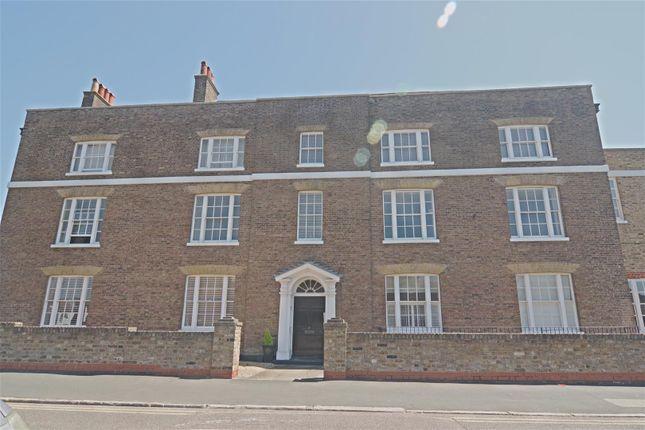 Thumbnail Flat to rent in Burford Street, Hoddesdon
