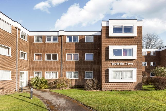 Thumbnail Flat to rent in Southlake Court, Woodley, Reading