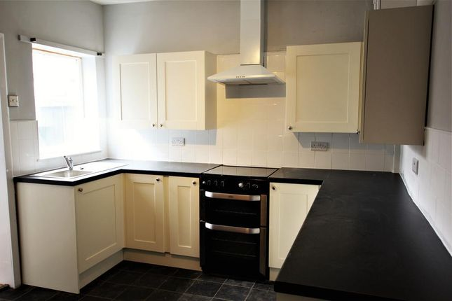 Thumbnail Semi-detached house to rent in Fenn Street, Tamworth, West Midlands