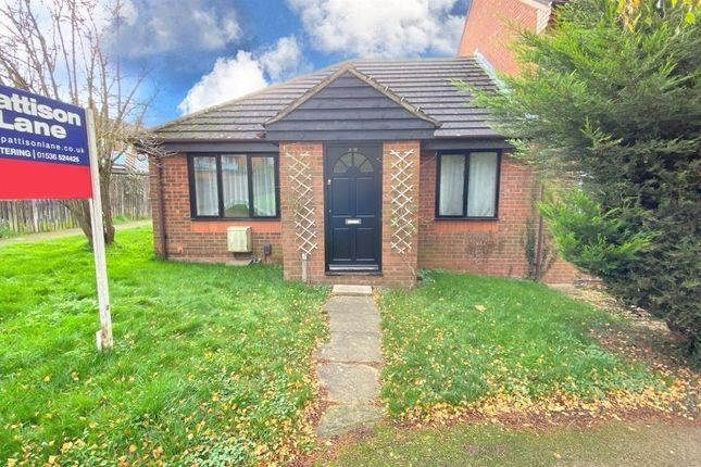 2 bed bungalow to rent in Jasmine Road, Kettering NN16