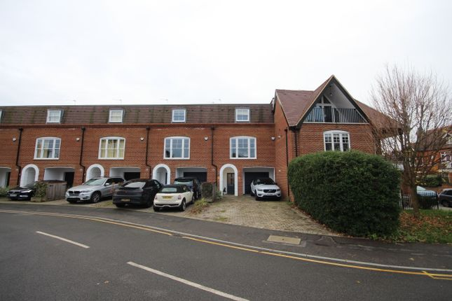 Thumbnail Town house to rent in Lammas Court, Windsor