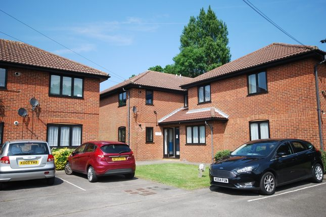 Thumbnail Flat to rent in Off Hales Park, Hemel Hempstead, Hertfordshire