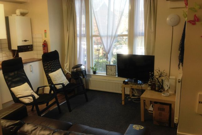 Thumbnail Flat to rent in Flat 2 17 Clifton Avenue, Fallowfield