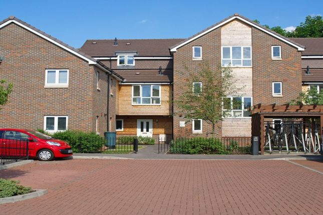 Thumbnail Flat to rent in Cordons Close, Chalfont St. Peter, Gerrards Cross
